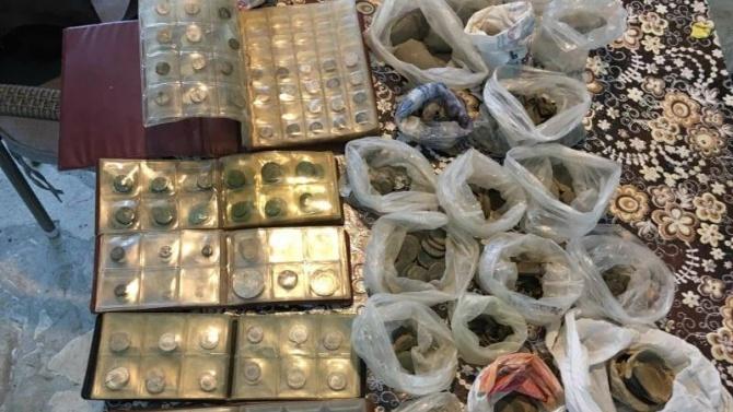 Иззеха 1200 антични монети и предмети от жилище в Нови пазар
