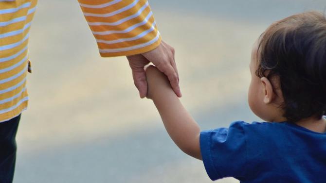 Българче с две майки остана без акт за раждане