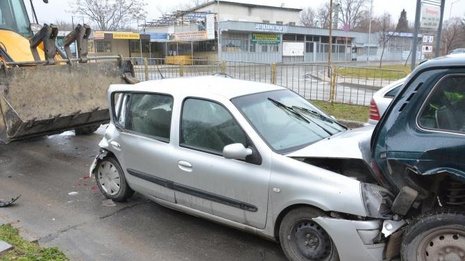 Верижна катастрофа в Пловдив, 11-годишно дете е ранено