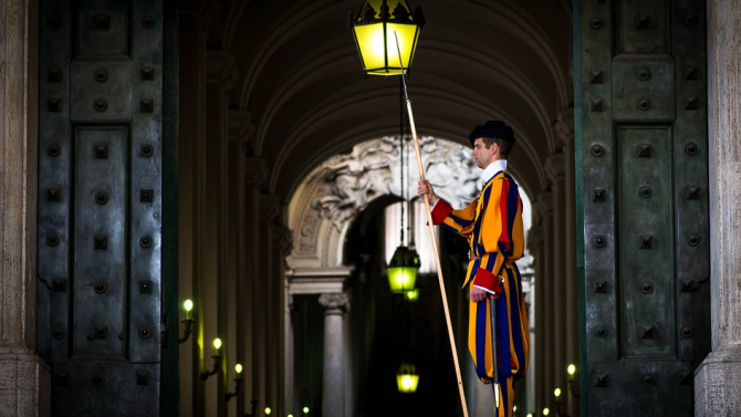 4-има души от швейцарската гвардия във Ватикана са заразени с коронавирус