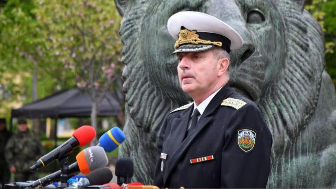 Адмирал Ефтимов: Министър Каракачанов обсъди в САЩ придобиването на още 8 самолета F-16 на разсрочено плащане