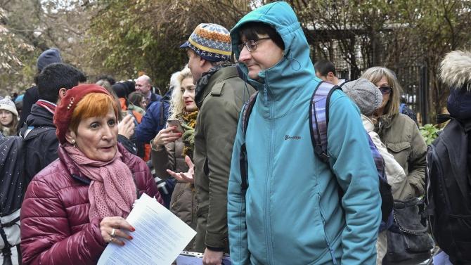 Протестиращи искат РИОСВ-Враца да спре изгарянето на вносни отпадъци в циментовия завод край село Бели извор
