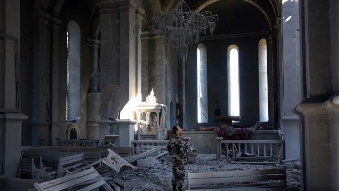 Столицата на Нагорни Карабах Степанакерт пак беше бомбардирана