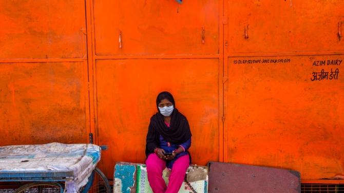 Индиец държи жена си заключена в тоалетната година и половина