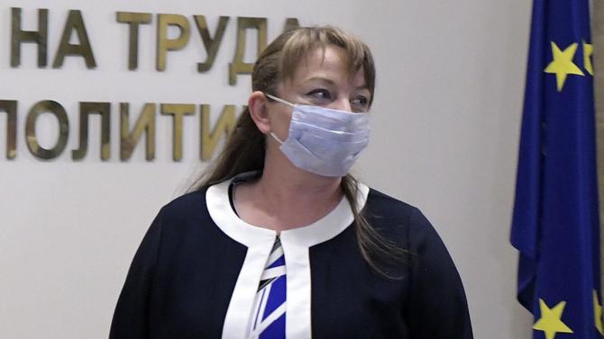 """Сачева обсъди мерките от пакета """"Заетост х3"""" с представители на Българска асоциация на заведенията"""