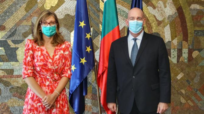Екатерина Захариева разговаря с помощник държавният секретар на САЩ по политико-военните въпроси