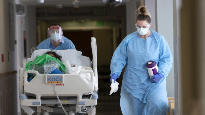 Лекар: Борбата с СOVID-19 ще бъде маратон