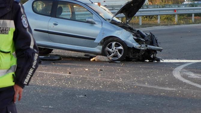 """Две катастрофи на магистрала """"Хемус"""" край Нови пазар затрудняват движението"""