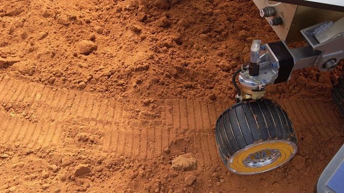 """Марсоходът """"Пърсивиърънс"""" преполови пътя си до Червената планета"""