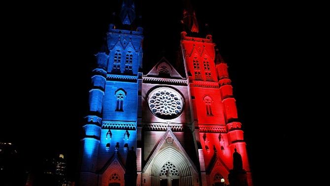 Храмовете във Франция почетоха с камбанен звън паметта на загиналите при атентата в Ница