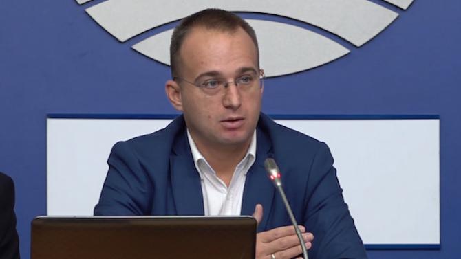 Симеон Славчев: Как така Отровното трио се самопровъзгласи за лидер на протестите?