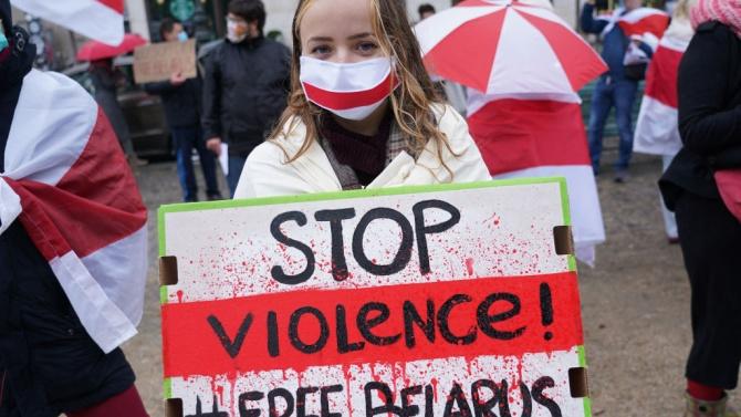 Триста души са арестувани при протести на опозицията в Беларус