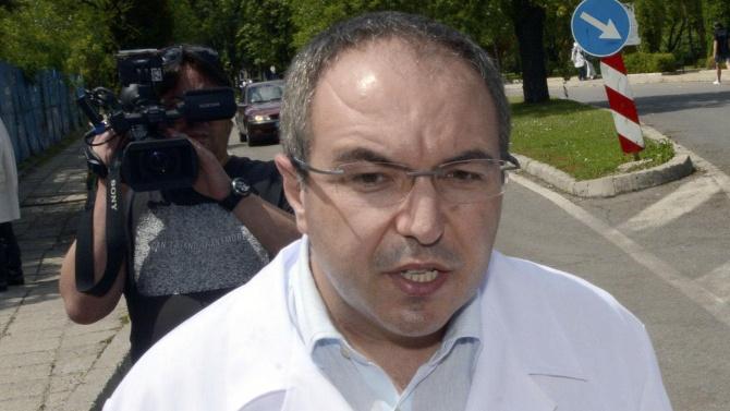 Министър Ангелов: По 600 лева допълнително ще получават лекарите на първа линия