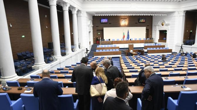 Парламентът одобри бюджетите на НЗОК и ДОО за 2021 г. на първо четене
