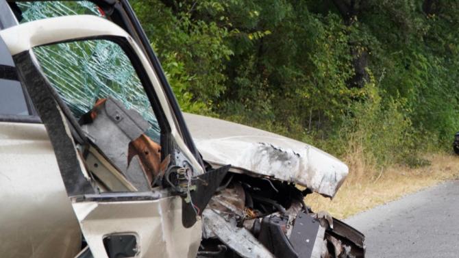 Пиян шофьор блъсна колата си в дърво на пътя Разград - Кубрат