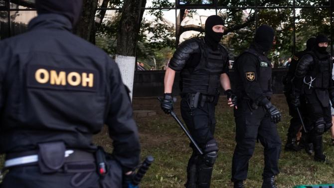 Почина протестиращ беларуски художник, арестуван от полицията