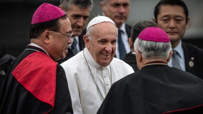 От Ватикана отсякоха: Папата не си е падал по никакво бразилско дупе!