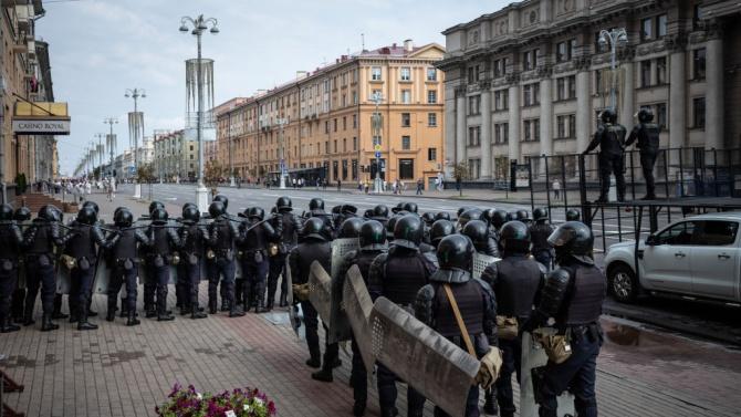 Полицията в Беларус използва специални средства срещу протестиращите против Лукашенко, задържа над 700