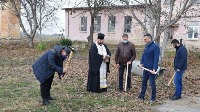 Димитров на първата копка за довеждащ водопровод за гара Елин Пелин и Нови хан: Водата е безценен ресурс