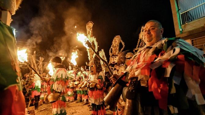 """Библиотечна експозиция разказва за създателя на фестивала """"Сурва"""""""