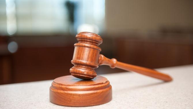 Съдът решава дали да остави в ареста полицая, задържан с подкуп във Варна