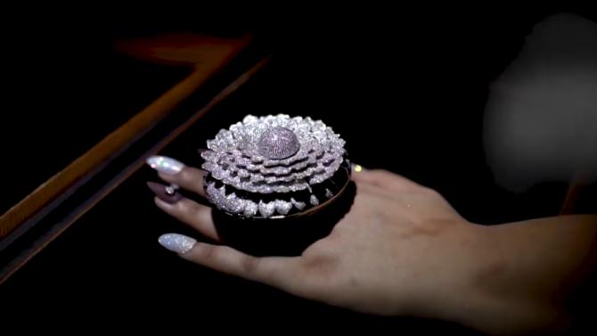Пръстен с рекорден брой диаманти влезе в книгата на Гинес