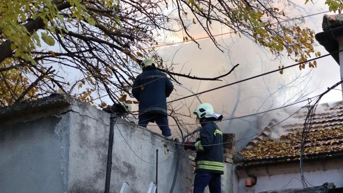 Голям пожар във Варна едва не предизвика трагедия