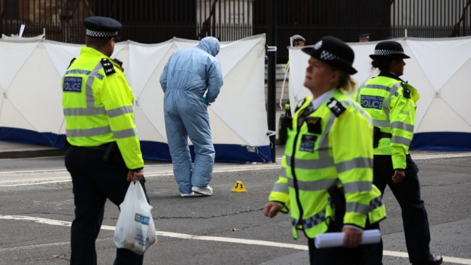 Кола се вряза в хора в Лондон. Има ранени