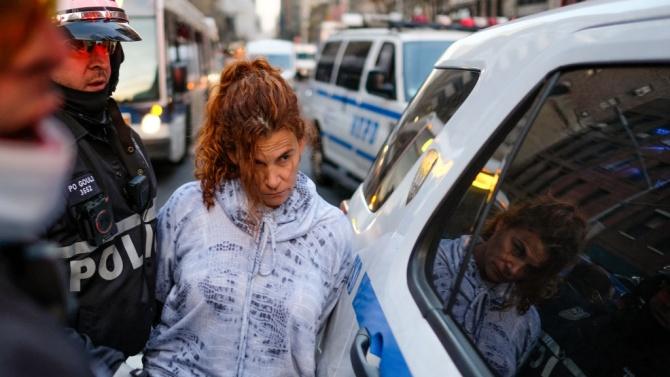 Кола се вряза в протестиращи в Ню Йорк, има ранени