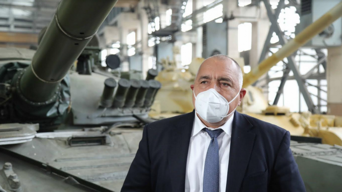 Премиерът Борисов: Наред с танкове и артилерия правим и пътища