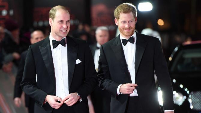 Уилям и Хари се сдобриха и размениха коледни подаръци
