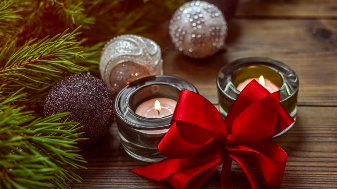 """Служителите на НСО дариха 14 489 лева на децата на """"Българската Коледа"""""""