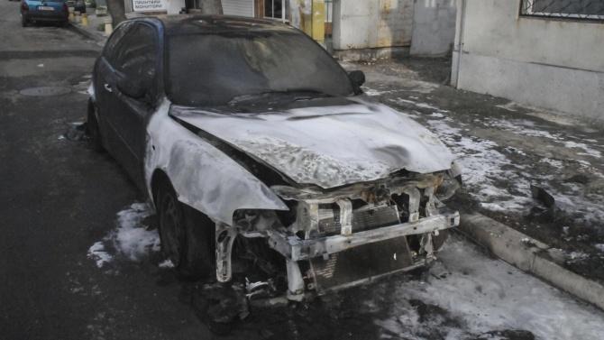 8 автомобила са пламнали тази нощ в Благоевград