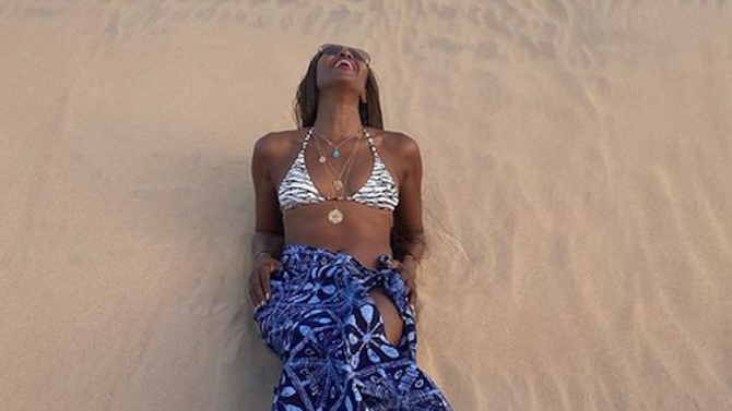 Наоми Кембъл показа секси снимки от пустинята