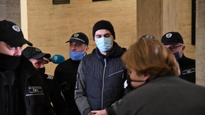 Само 20 години затвор за Викторио, убил приятелката и дъщеричка си