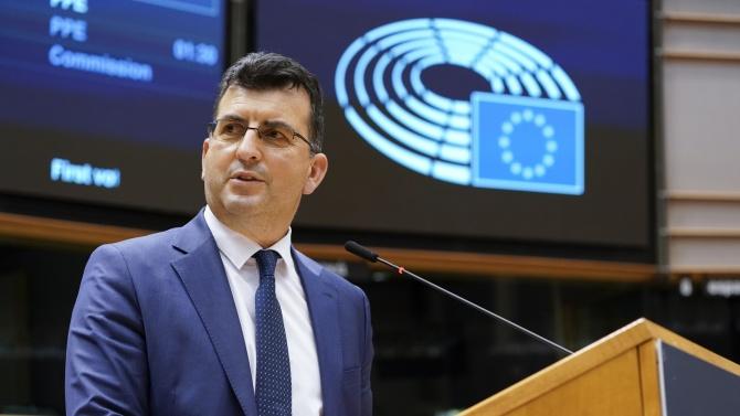 """Асим Адемов: Има увеличаване на средствата с €2.2 млрд. допълнително към програмата """"Еразъм+"""""""