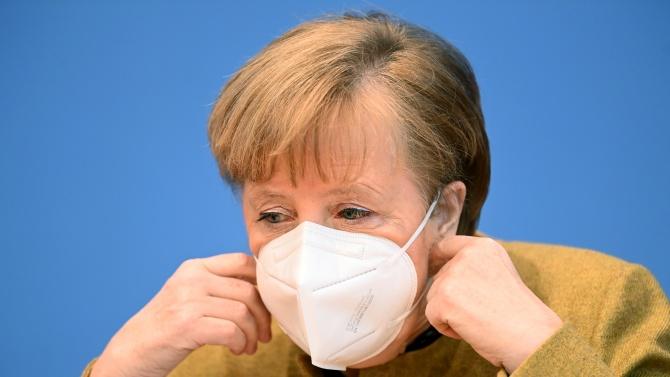 Меркел е притеснена заради новата разновидност на COVID-19