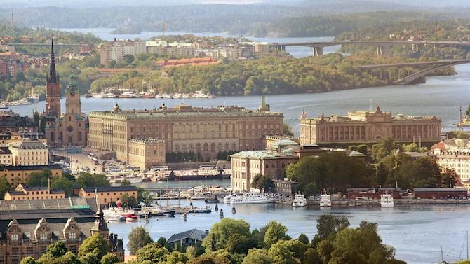 Шведските власти удължават ограниченията заради COVID-19