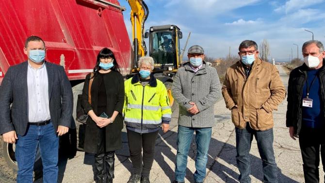 Кметове и депутат от ГЕРБ дадоха старт на ремонтите по пътя Раковски – Брезово