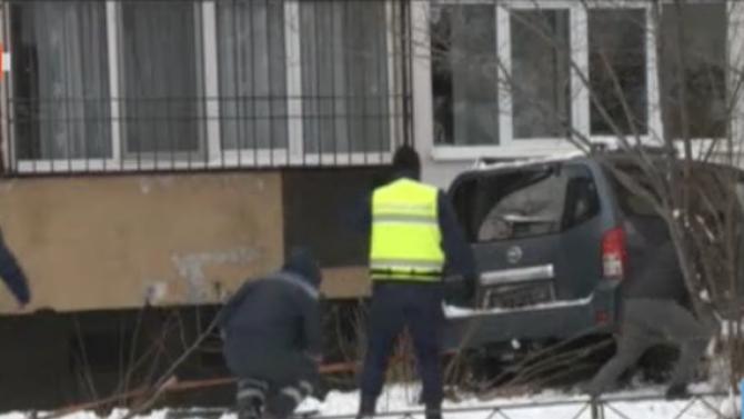Джип се вряза в блок в София