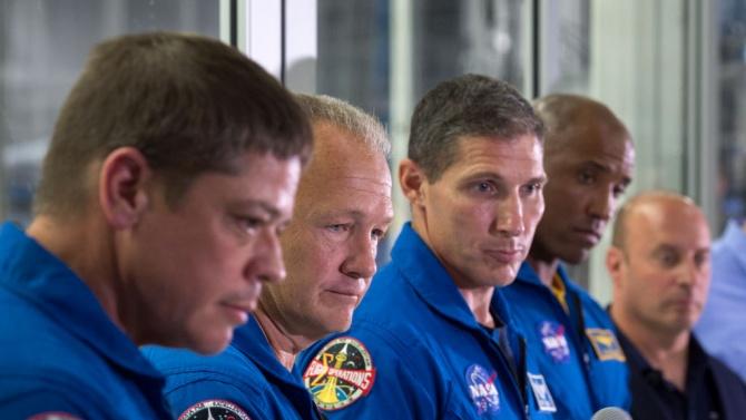 Американските астронавти осъществиха втора космическа разходка
