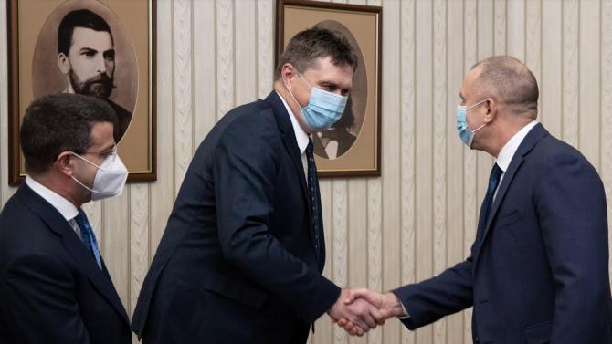 """Румен Радев обсъди приобщаването на българския бизнес към """"Три морета"""""""