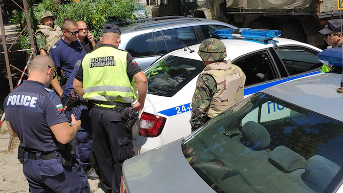 Отцепиха главната улица в Русе заради стар снаряд