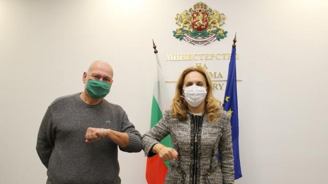 Николова проведе среща с археолога проф. Николай Овчаров