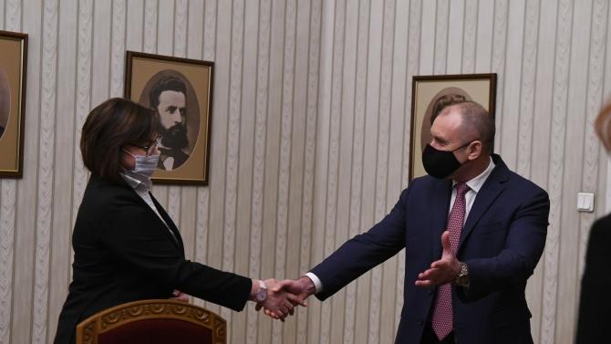 Даниел Смилов: Маневрата на Радев не се харесва на Нинова