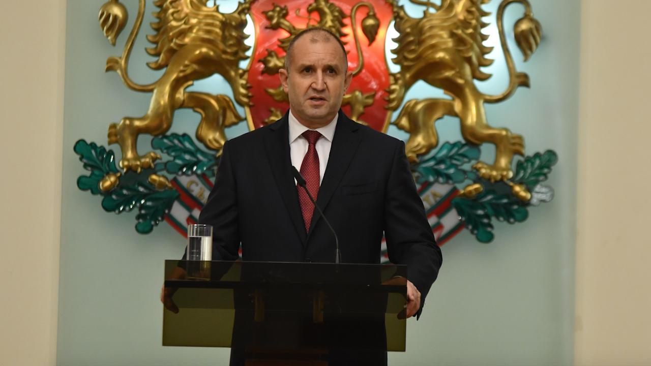 Радев с остър отговор на Борисов за намесването на децата в политиката