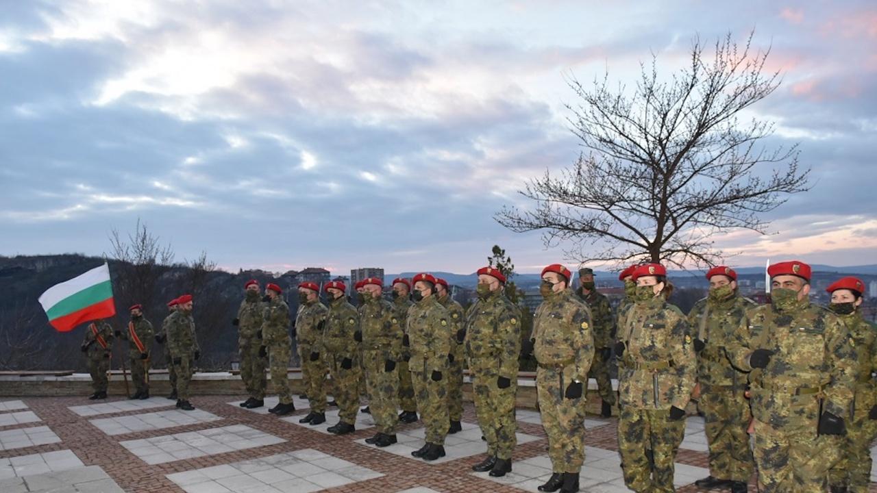 Гражданско поклонение се проведе пред паметника на Васил Левски в Ловеч