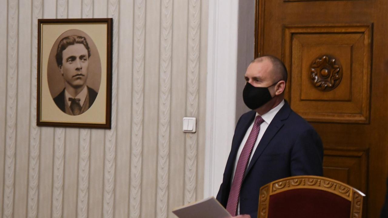 Съветник на Радев критикува управляващите: Далеч сме от правовата държава