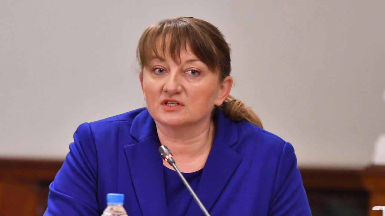 Сачева: Подобряването на условията на труд на учителите е страгически важно