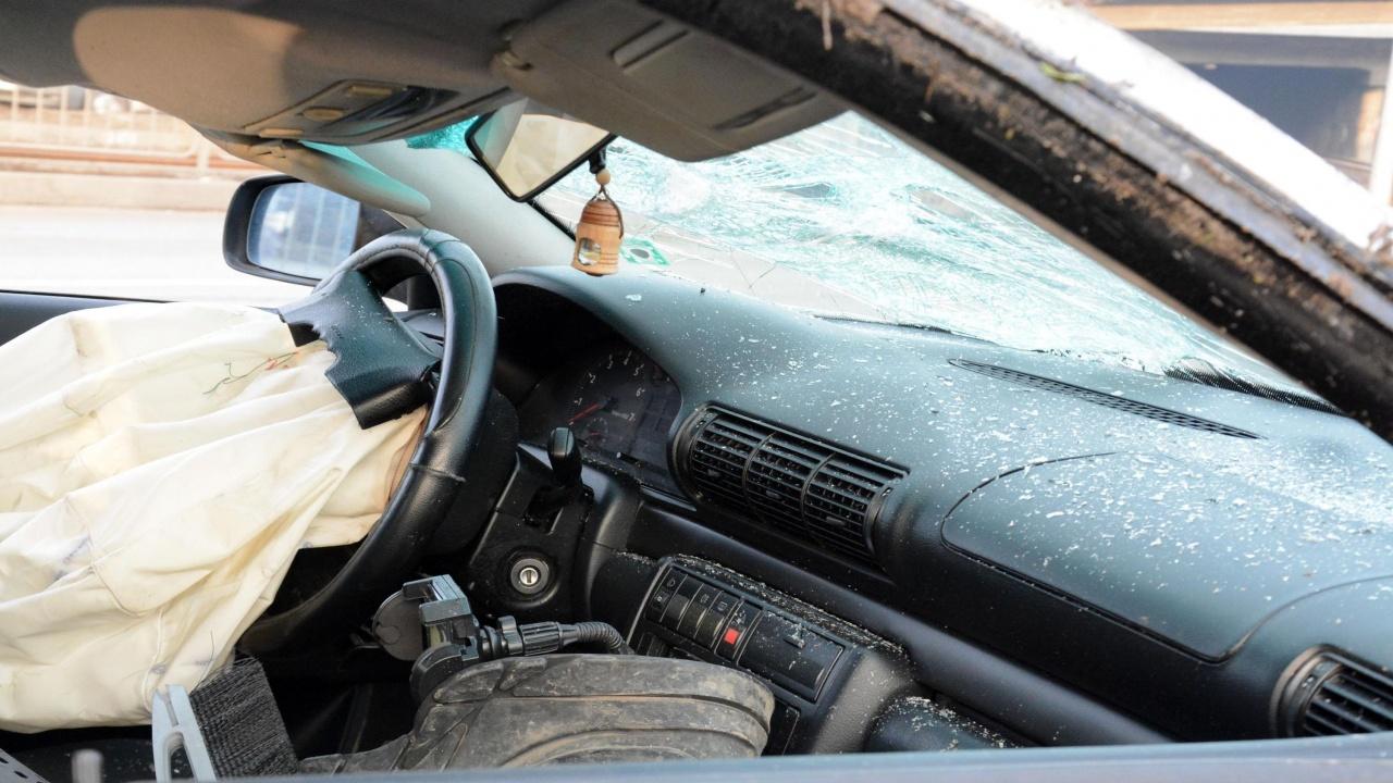 Пиян шофьор се преобърна с колата си край Исперих